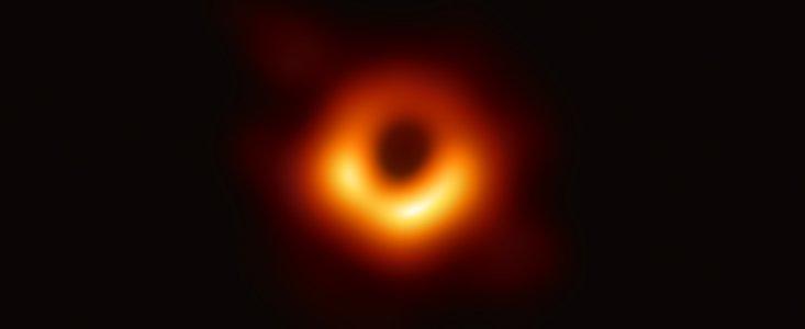 Første billede af Sort hul