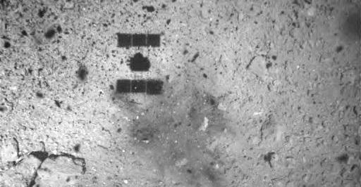 Hayabusa2 sondens skygge og landingssted på Ryugu asteroiden
